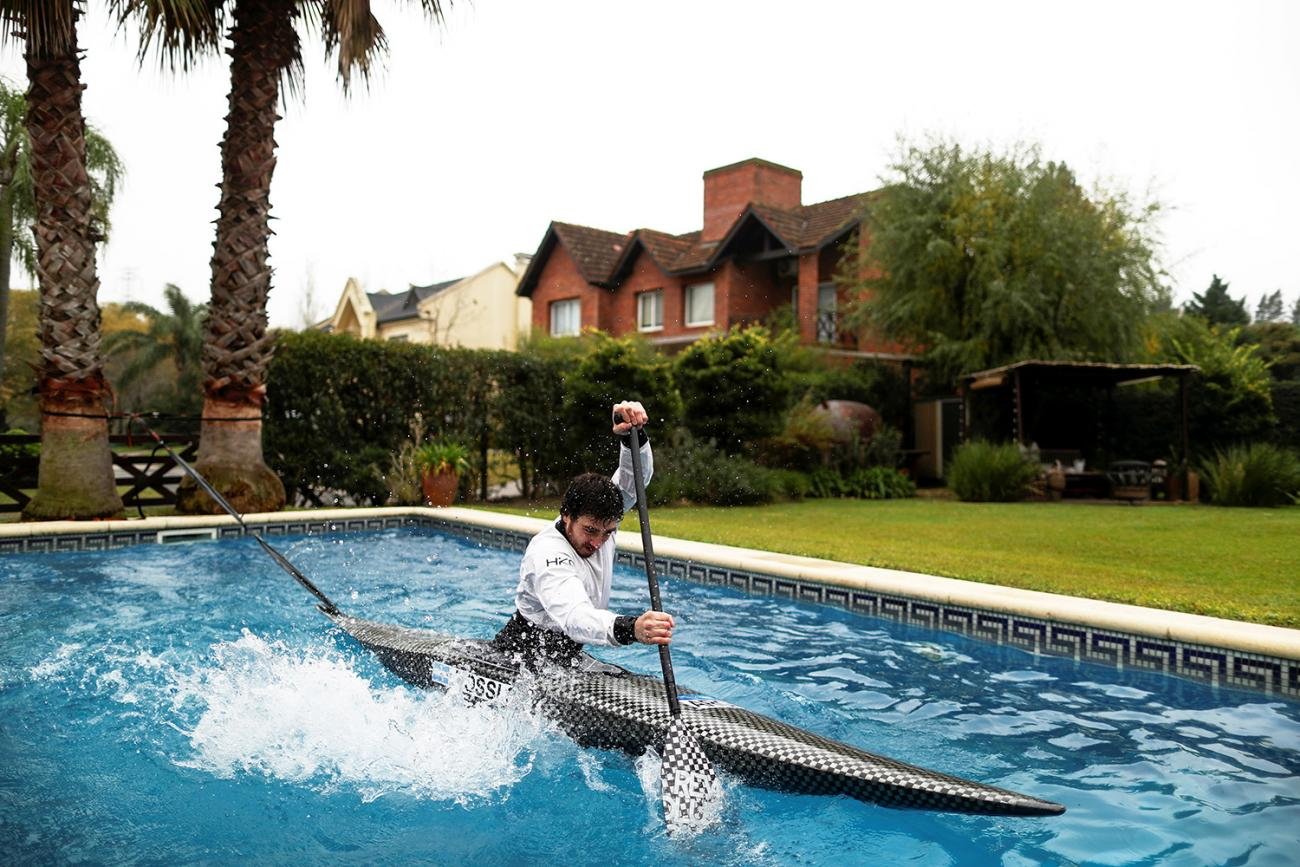 Argentine canoeist Sebastian Rossi trains in his girlfriend's pool, due to the coronavirus outbreak, as he prepares for the postponed Tokyo 2020 Olympic Games, in Buenos Aires, Argentina June 8, 2020. The photo shows the canoeist rowing furiously in a swimming pool. REUTERS/Agustin Marcarian