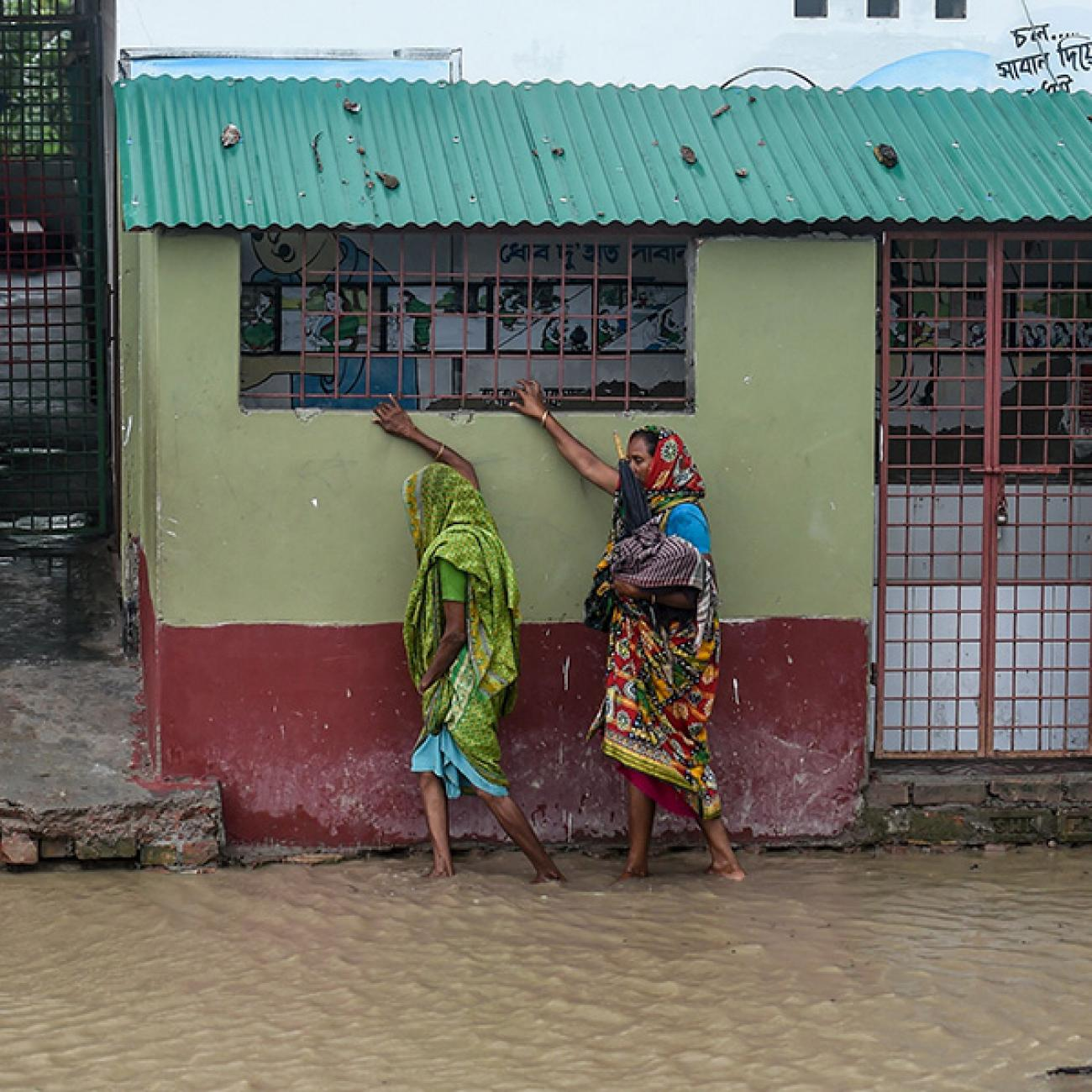 https://www.thinkglobalhealth.org/sites/default/files/styles/max_1300x1300_1_1/public/2020-06/Basu.Chaudhuri-CoV-Climate-6.8.20-GettyImages-1214181303-SQUARE.jpg?itok=siQTp-A_