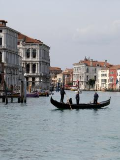 The image shows the iconic canal with almost no boats, just a single gondola.